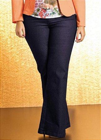 Calça Jeans Feminina Flare Plus Size Harmoniza a Silhueta