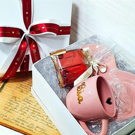 Xícara G Rosa Pastel personalizada com prato coração e Acompanhamento Kopenhagen