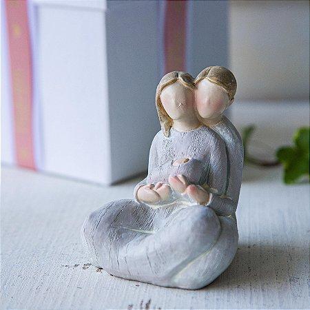 Casal Sentado com Bebê - PERSONALIZÁVEL