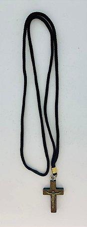 Colar Cruz Madeira c/ Cristo Imbuia cordão marrom (4027)
