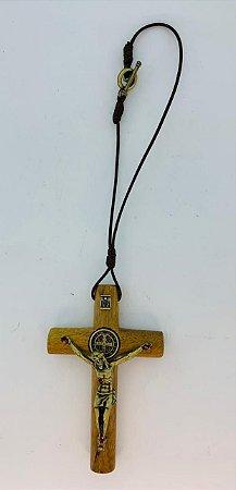 Cruz para carro cordão madeira cilíndrico 7cm c/ São Bento OV (8386)