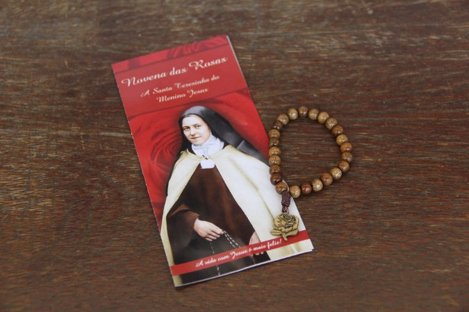Novena das rosas de Santa Teresinha em madeira
