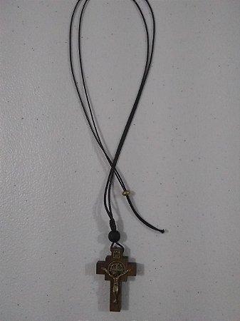 Colar Cruz madeira devoção pequena c/ São Bento ov (7697)