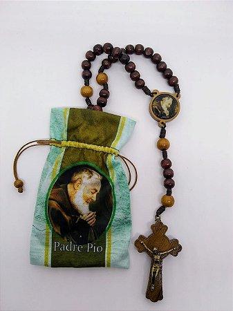 Terço de madeira com saquinho - são padre Pio