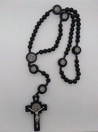 Terço madeira preto são Bento com medalha na dezena
