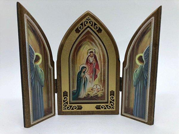 Capela em madeira com porta - Sagrada Família