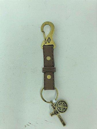 Chaveiro couro proteção marrom Medalha e Cruz São Bento (7690)