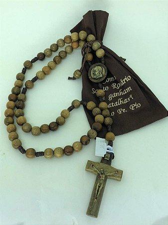Terço de madeira marrom com saquinho - São Padre Pio (7122)