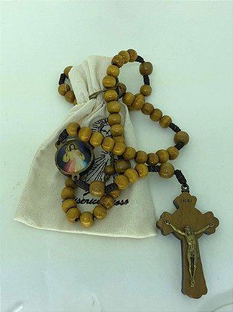 Terço de madeira marfim com saquinho - Jesus Misericordioso