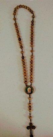 Terço madeira imbuia cordão 8mm Pe. Pio verso oração (8156)
