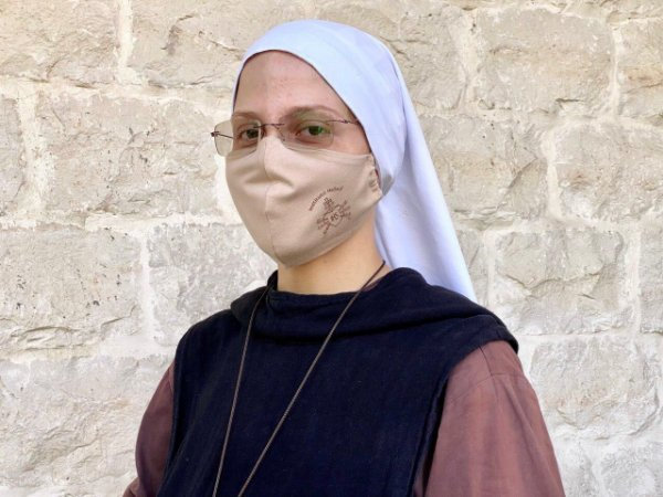 Máscara de proteção facial - nude / Instituto Hesed