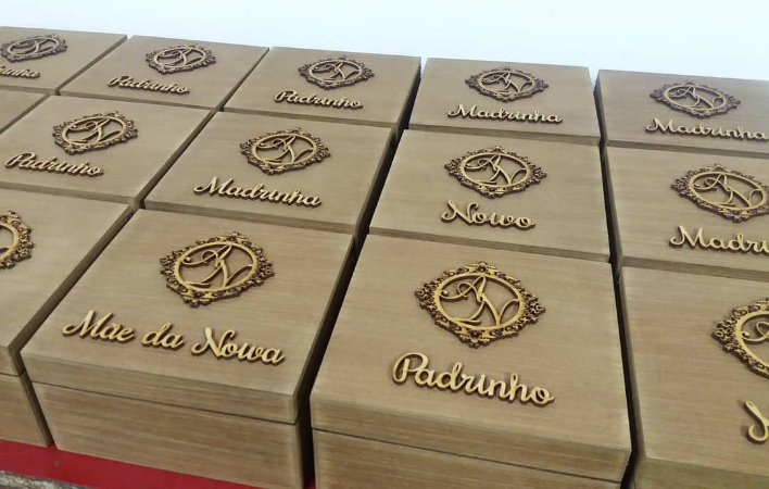 Caixa Padrinhos e Madrinhas p/ Necessaire ou Whisky miniatura e Doces