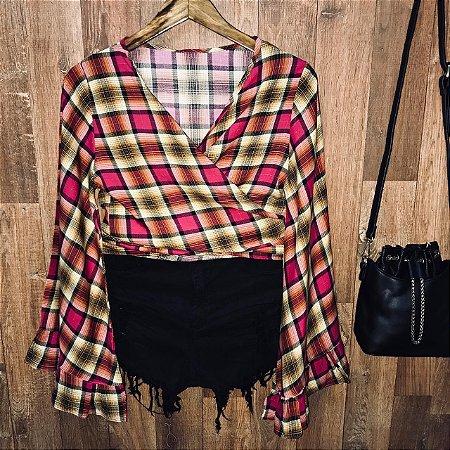 Blusa Cropped de Amarrar e Transpassada Xadrez Pink