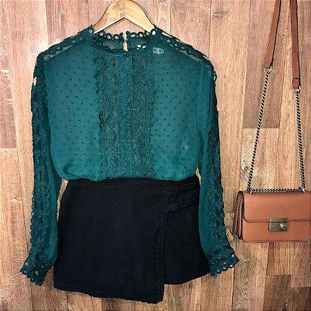Blusa Fashion com Detalhes em Guipir Ligia Verde