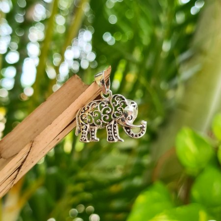 Pingente Elefante Vazado em Prata 925