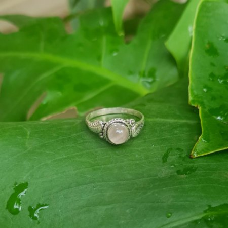 Anel em Prata 925 e Quartzo Rosa