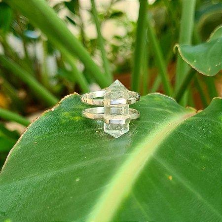 Anel em Prata 925 e Cristal de Ponta