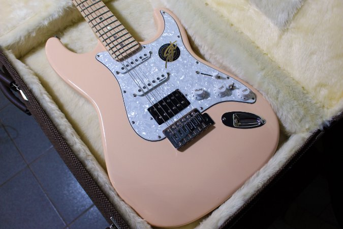 Guitarra SGT ST Classic HSS Salmon - PRONTA ENTREGA