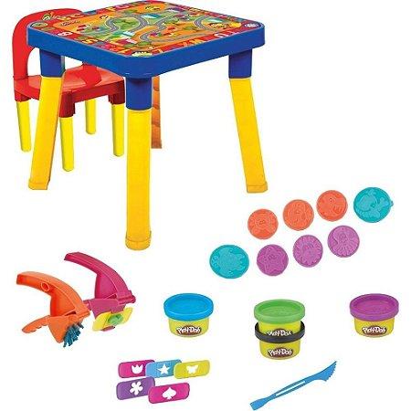 Brinquedo MESINHA E CADEIRINHA Com Acessórios e Massinhas Play-Doh + 3 anos - Monte Líbano
