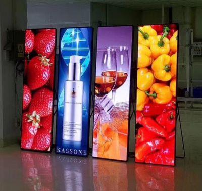 Poster LED P3 Vertical 3G/4G/Wifi com suporte