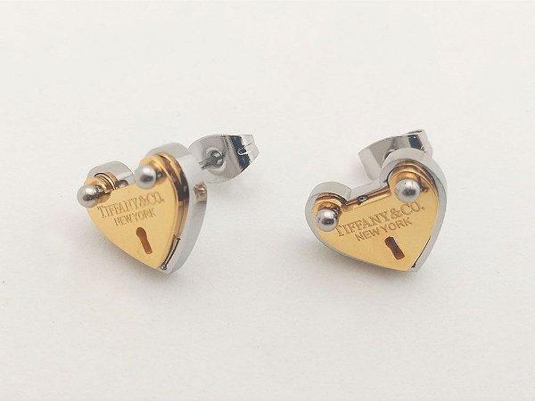 Brinco TF Coração Placa Dourada Aço Inoxidável
