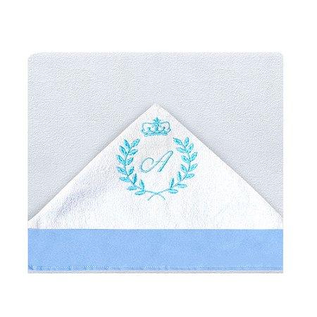 Toalha de Banho Com Capuz Com a Inicial do Bebê Bordada Azul Bebê