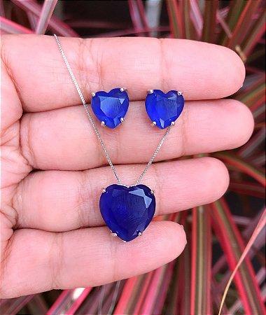 Conjunto coração com pedra azul royal banhado a Ródio Branco