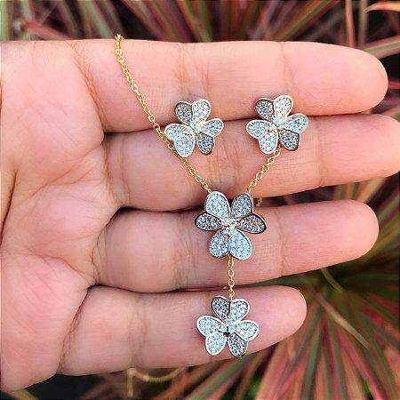 Conjunto gravata flor cravejado zirconia cristal banhado a Ouro 18K