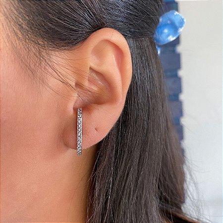 Brinco ear hook cravejado zirconias cristais