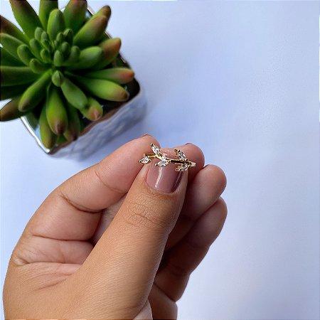 Anel folhas de zirconias cristais banhado em Ouro 18K