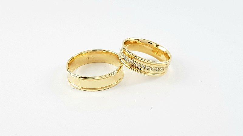 Par de alianças em ouro 18k com Zircônias