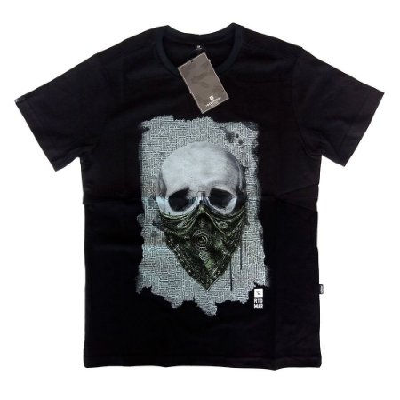 Camiseta Preta Estampada Caveira Rota do Mar