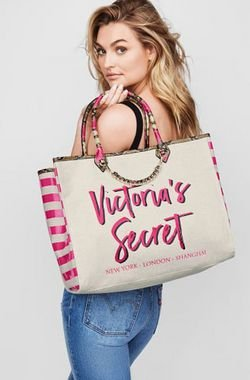 Bolsa Shopper com Corrente Victoria's Secret Creme com Letras Rosas.