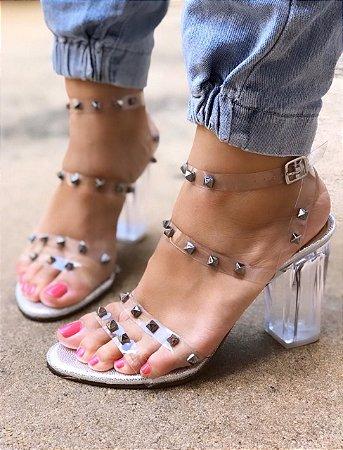 Sandália Transparente Salto Cristal com Tachinhas