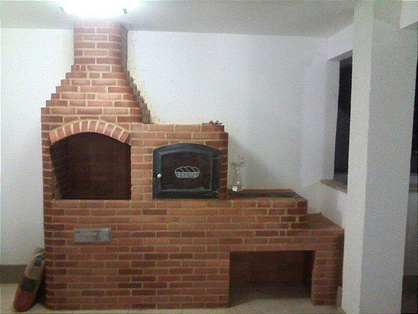 Churrasqueira de 80 Vermelha com forno 70 e fogão 3 bocas com porta lenha e Gaveta Cinzeiro em aço Inox
