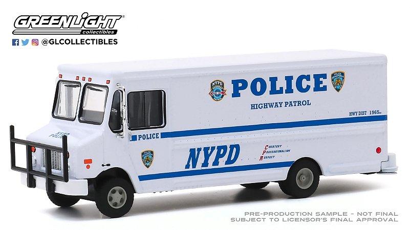 1:64 2019 HIGHWAY PATROL STEP VAN NYPD POLICE H.D. TRUCKS SERIE 18
