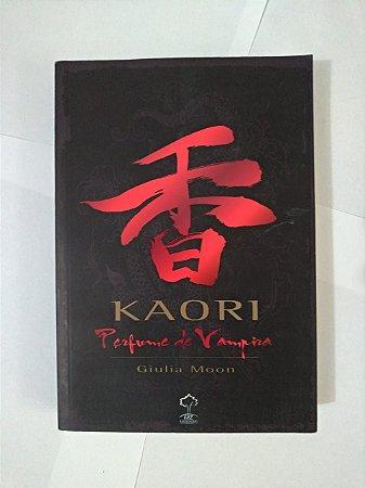 Kaori 1 - Perfume de Vampira - Giulia Moon