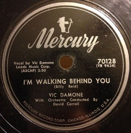 Compacto - Vic Damone - I'm Walking Behind You / April in Portugal (IMP)