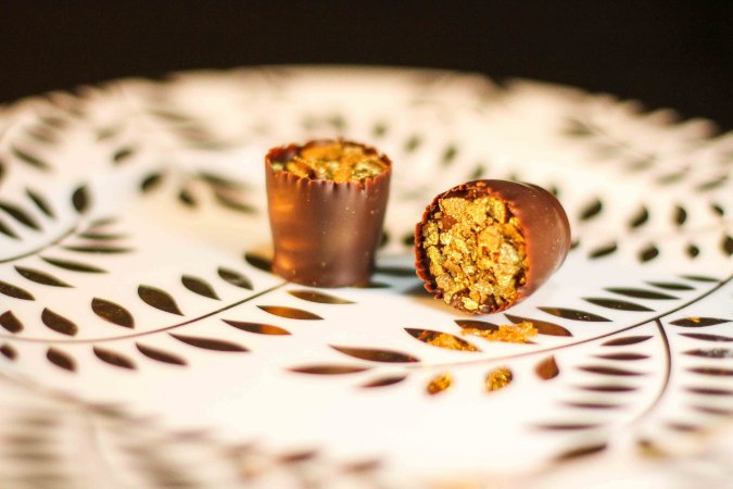 Caixa com 16 chocolates belgas sortidos