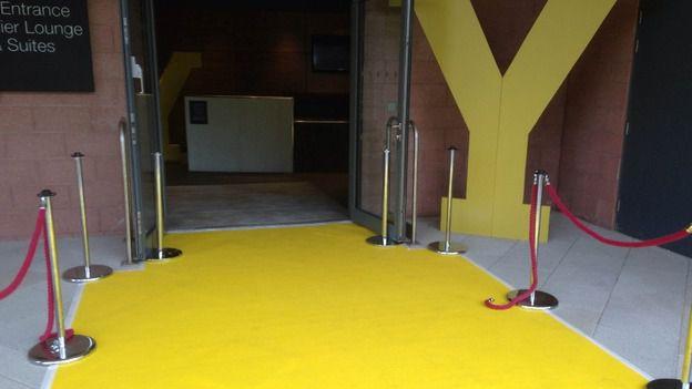 Passadeira Carpete 2m Largura Amarela Para Casamento, Festas 20 Metros de comprimento
