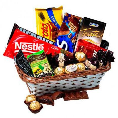 Cesta com Chocolates Variados! Para Todos Aqueles que Amam Chocolates!