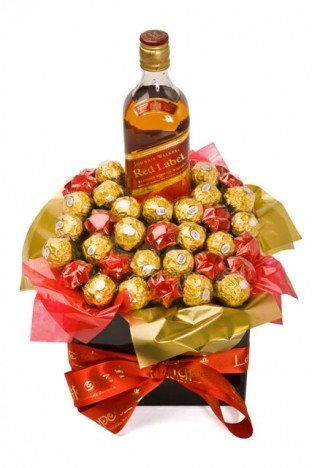 Cesta de Chocolate com Bombom Ferrero Rocher e Whisky Red Label