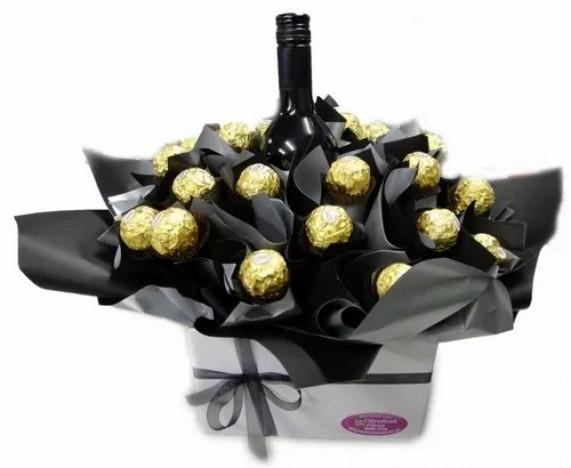 Cesta de Chocolate para Homem com Ferrero Rocher e Vinho Chileno
