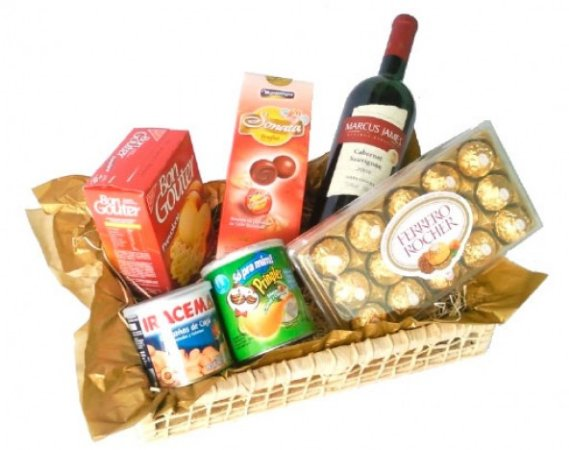 Cesta de Chocolate para Homem com Vinho, Castanhas e Ferrero Rocher