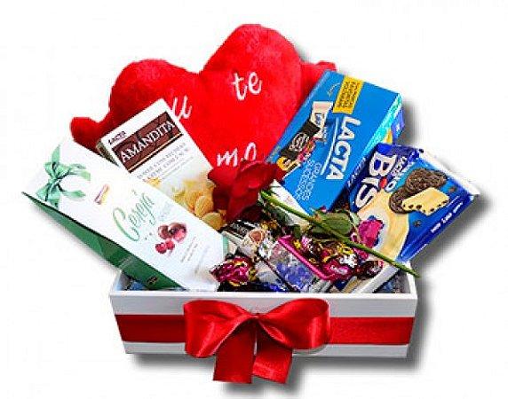 Cesta para Namorados com Coração de Pelúcia e Chocolates - Catelândia