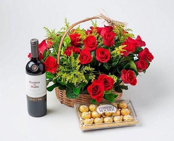 Cesta para Presente com Rosas Artificiais, Chocolate e Vinho Chileno
