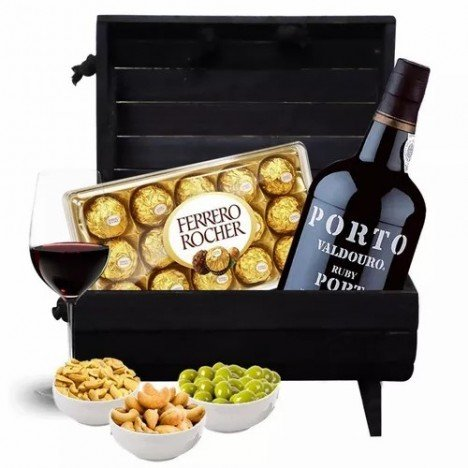 Cesta Super Chique com Chocolates, Vinho do Porto, Taça e Castanhas