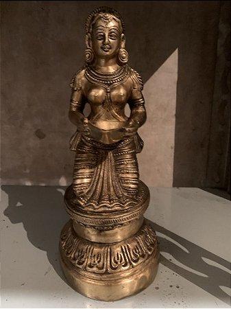 Estatueta de Lakshmi com Oferenda