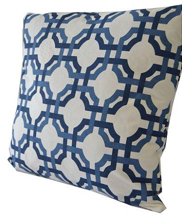 f24efc1bd45e7d Almofada Geométrica Azul e Branca