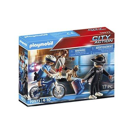 Policial com bicicleta e fugitivo